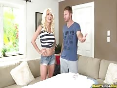 Masseur fucks a hot blonde in the video by the Milf Hunter