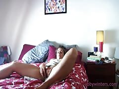 Dirty solo game in the bedroom with an outstanding Jilly