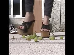 Bare toes in high heels, stomping